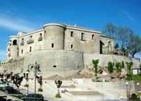 Castello_di_Gesualdo.jpg