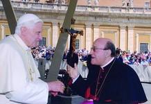 Vescovo_Milano_e_Papa_XVI%20%28fonte%20sito%20Diocesi%29.jpg